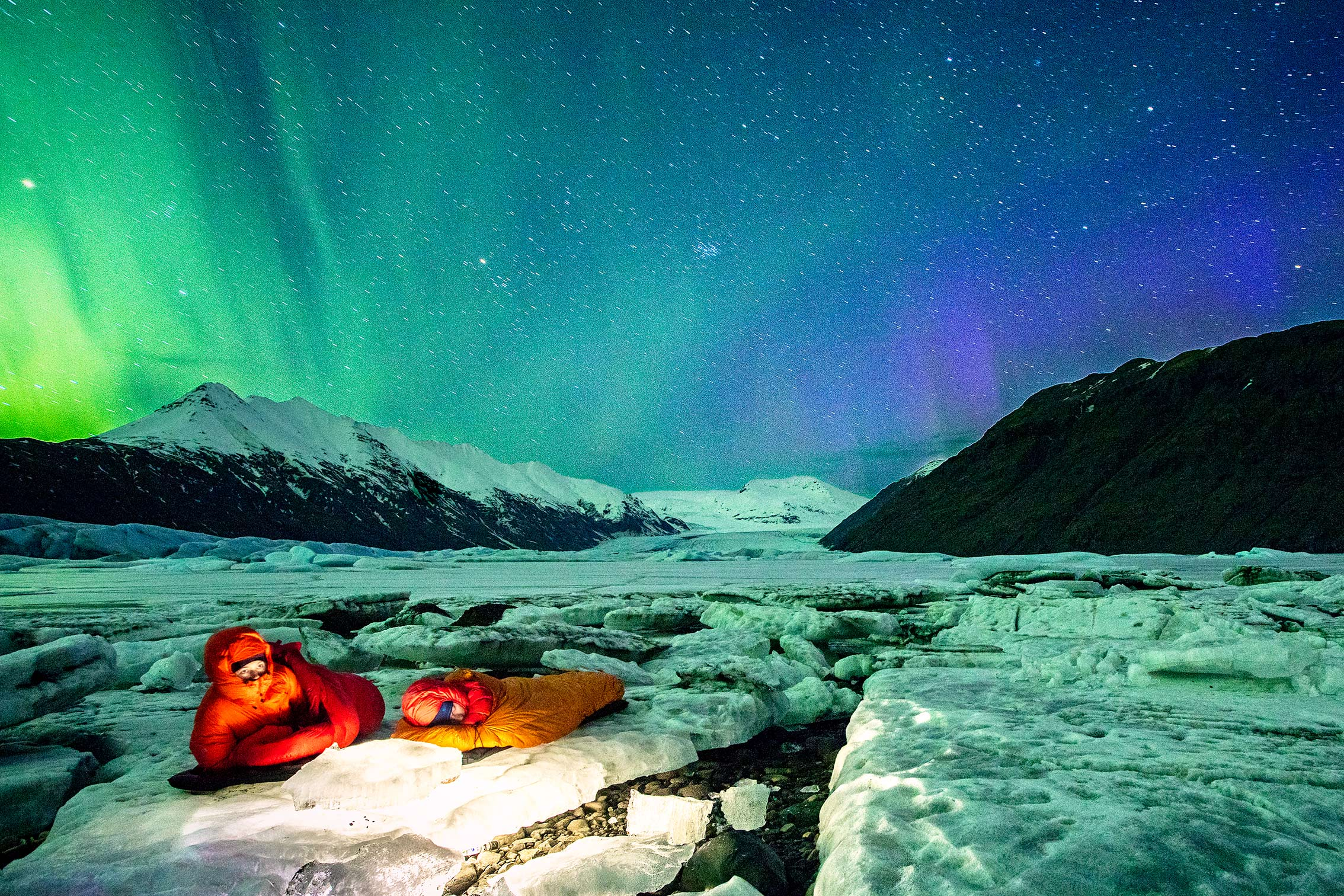 ©KontraPixel – sleeping underneath the aurora borealis / northern lights
