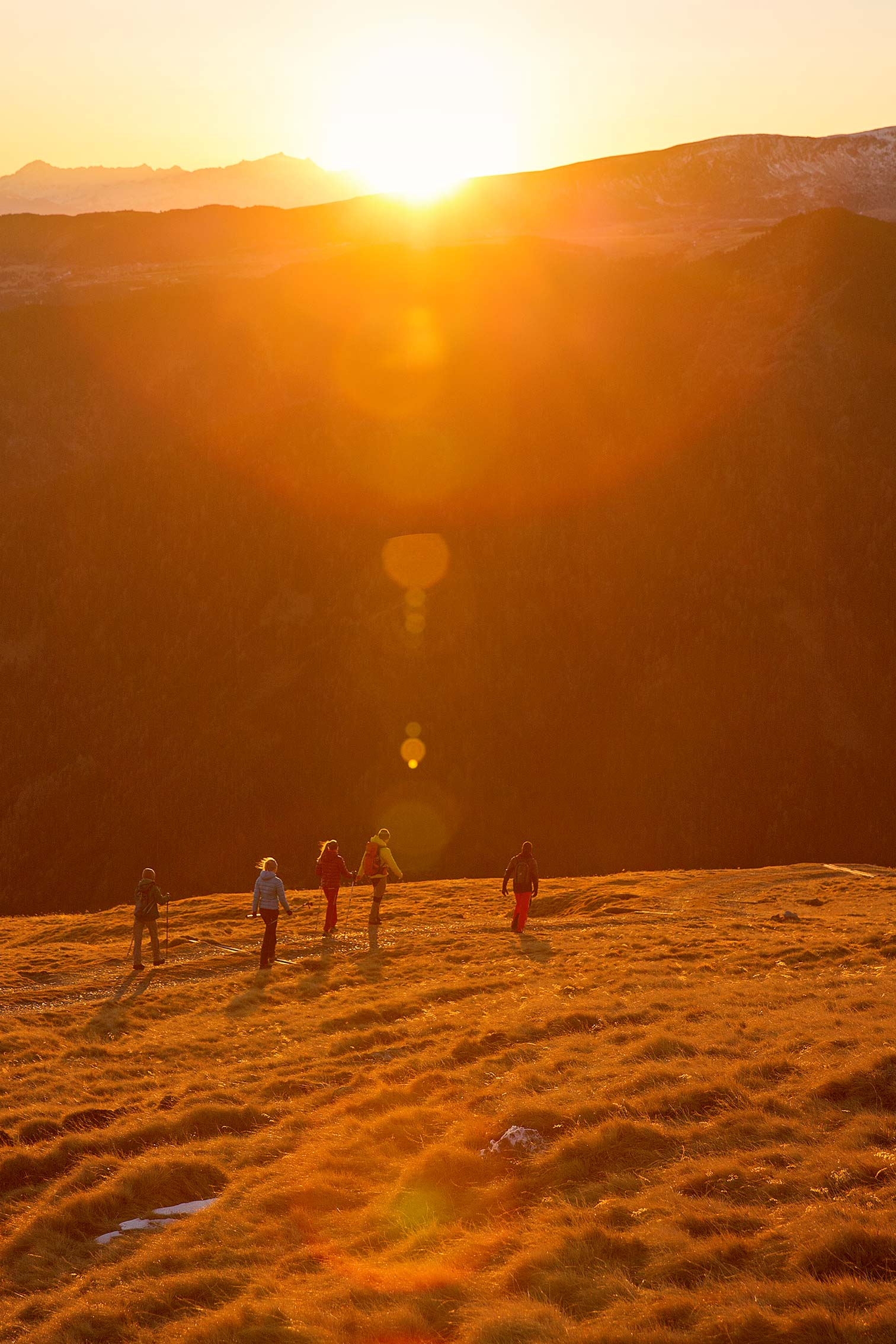 ©KontraPixel Hikers in the sunset