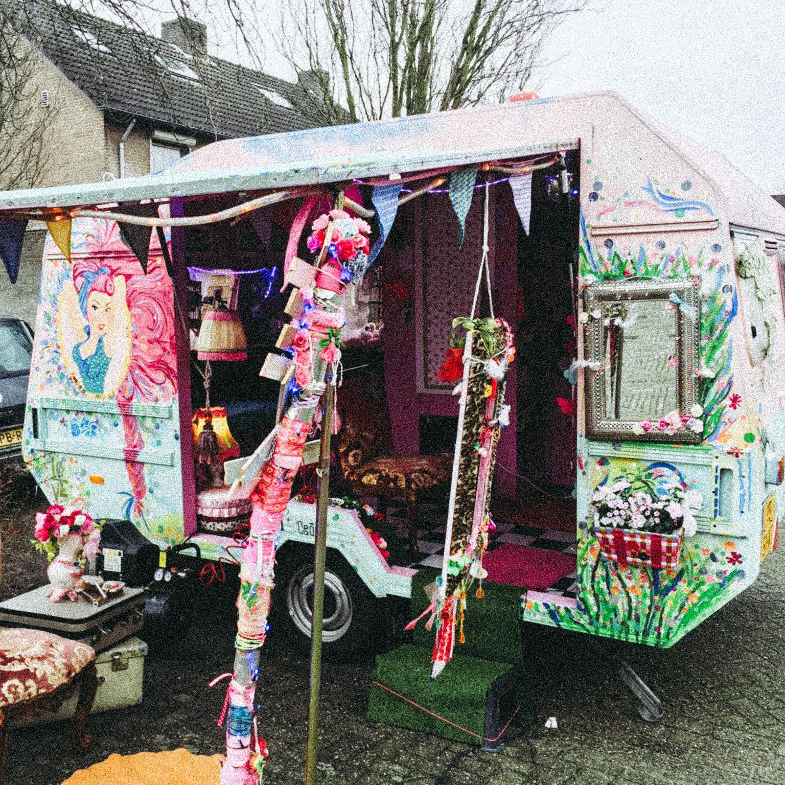 Foto van de creatief tuig caravan