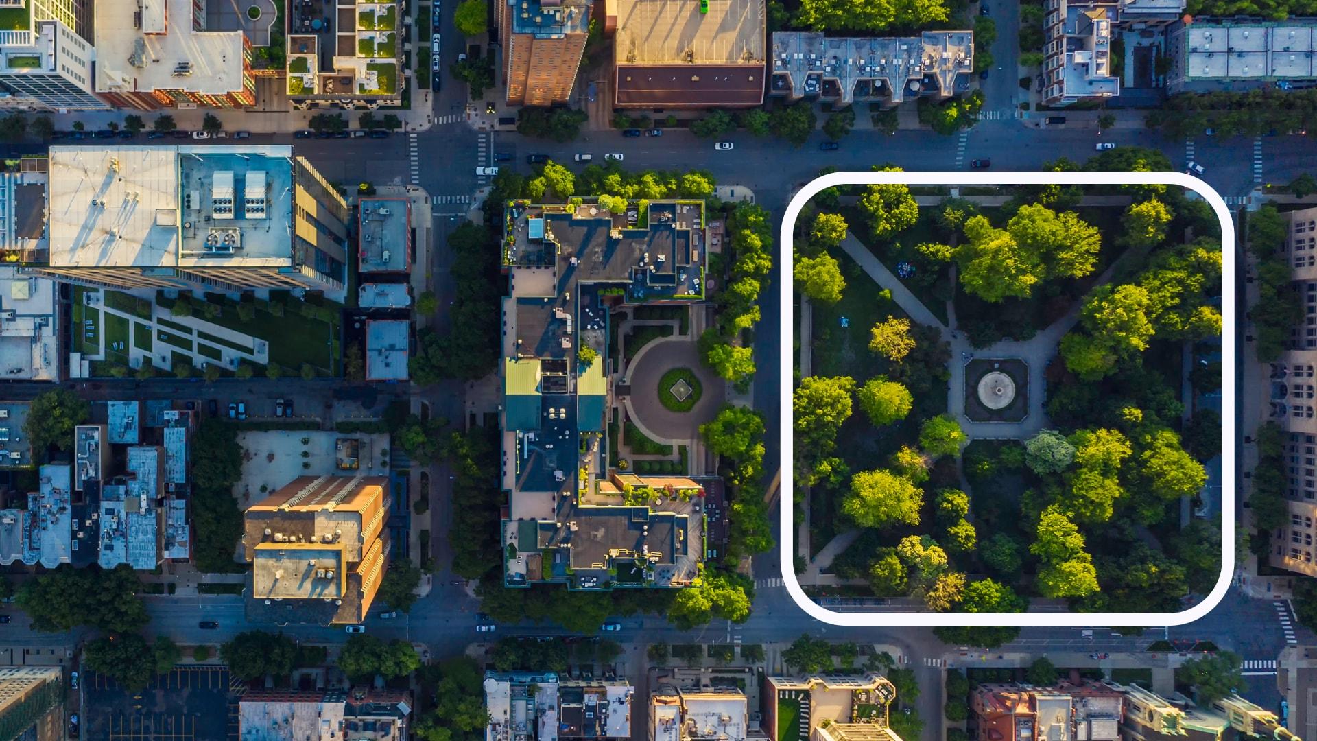 Plano aéreo de una ciudad donde se marca una manzana