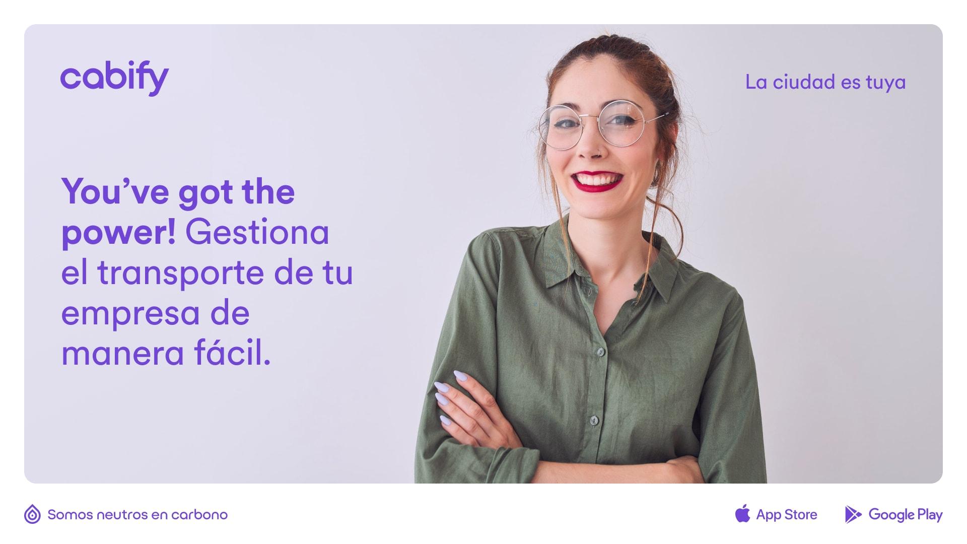 """Un anuncio que dice """"You've got the power! Gestiona el transporte de tu empresa de manera fácil."""" junto a la imagen de una mujer"""