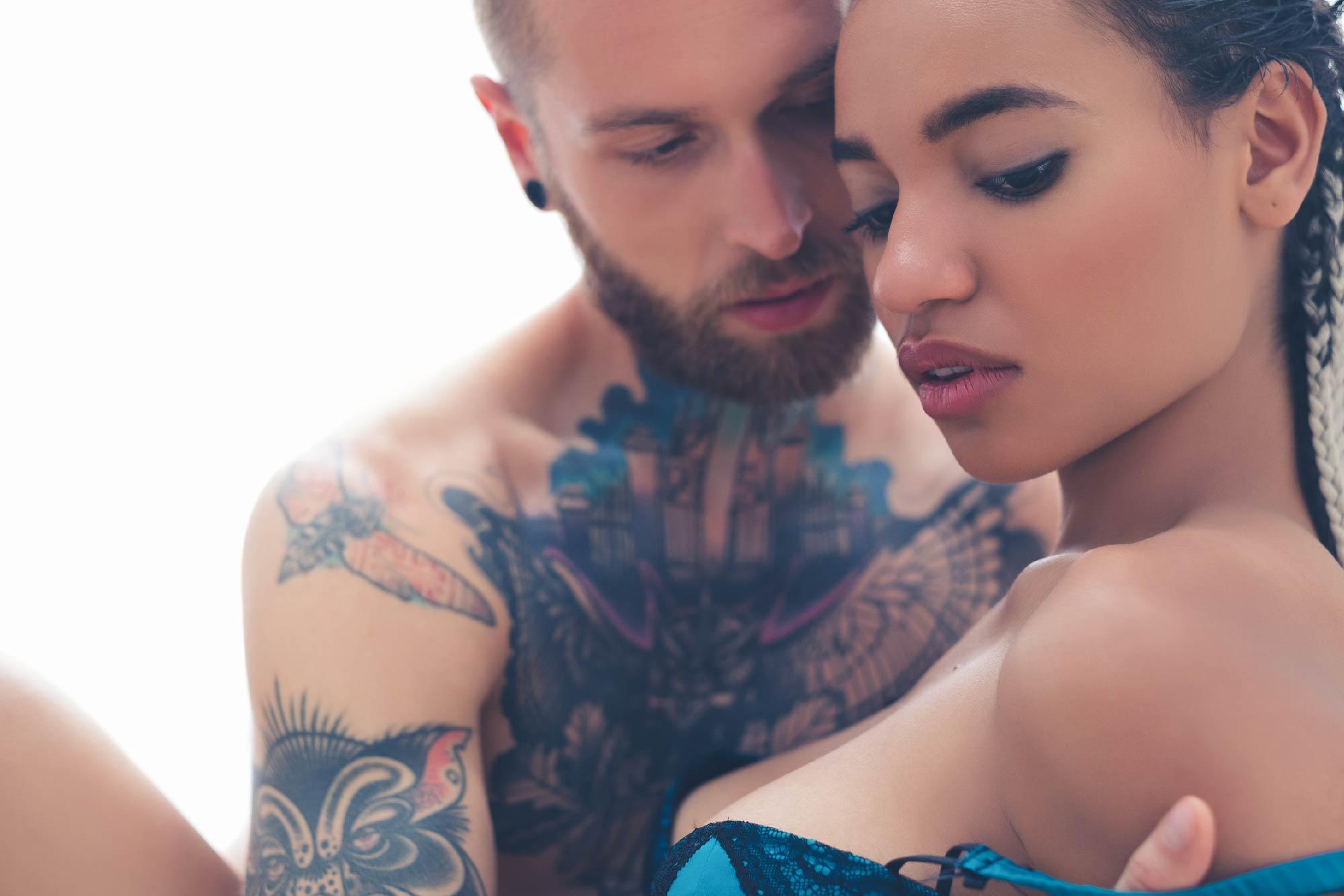 Makeup for London photoshoot. Tattooed man seduces woman (1).