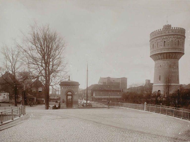 historische foto van de watertoren in Delft
