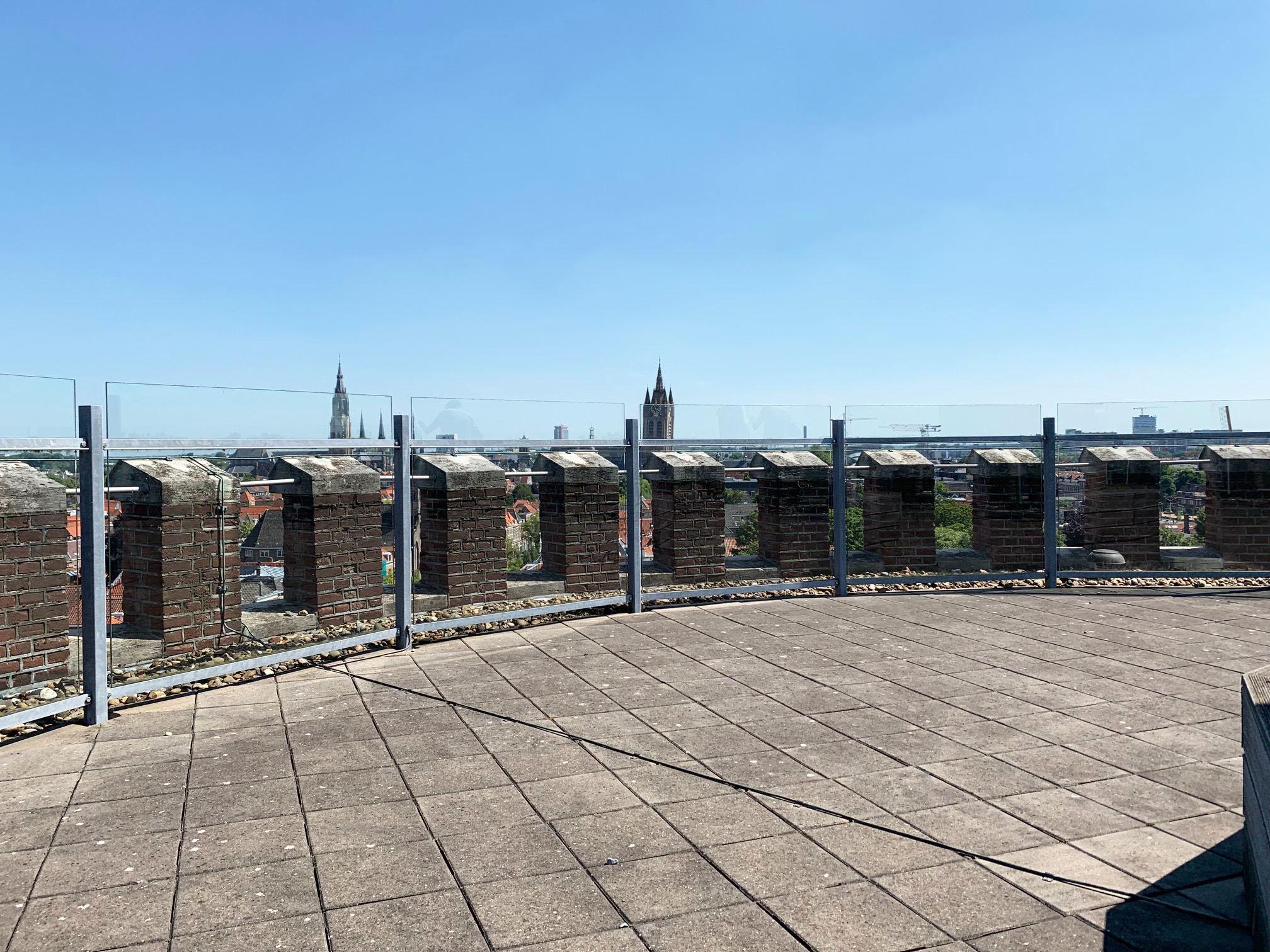 Het dak is open voor iedereen maar ook te huren voor afzonderlijke evenementen en heeft een prachtig uitzicht