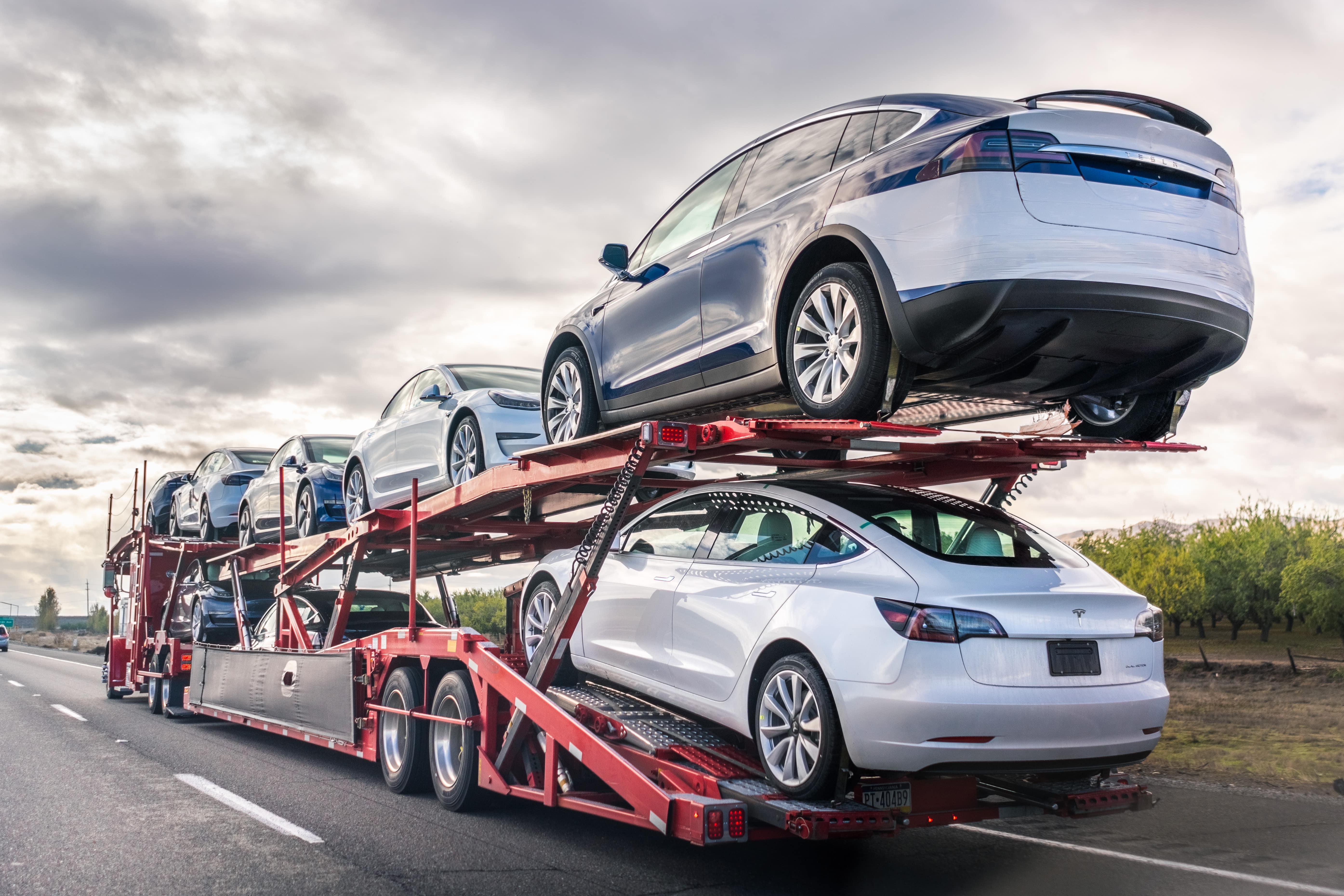 Open trailer car shipping