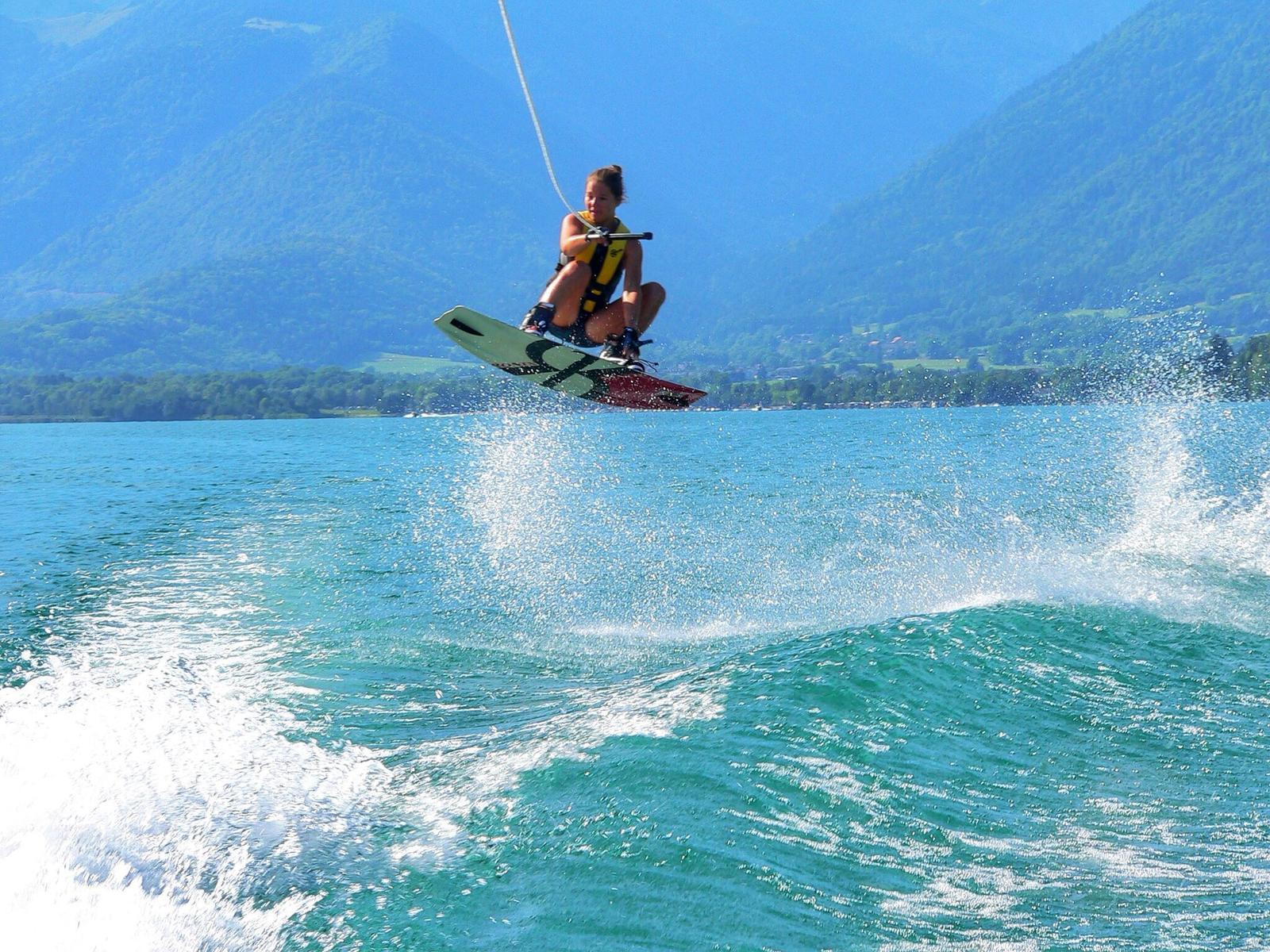 Wakeboard sur le Lac d'Annecy