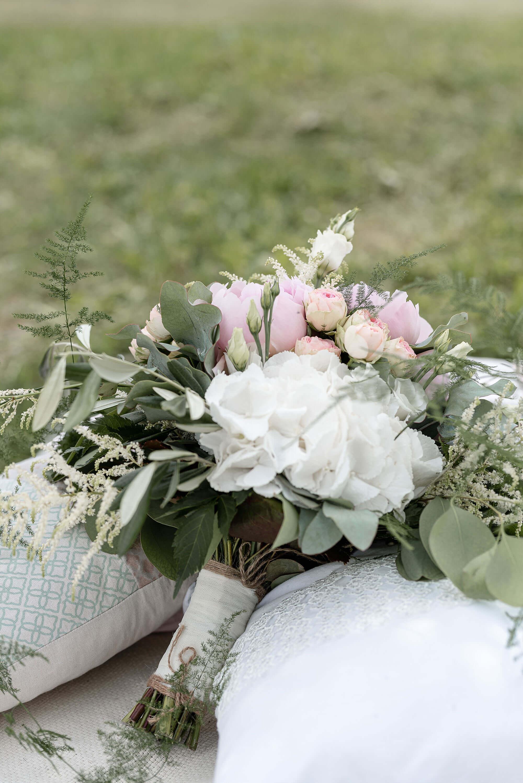 Hochzeit Brautstrauss liegend