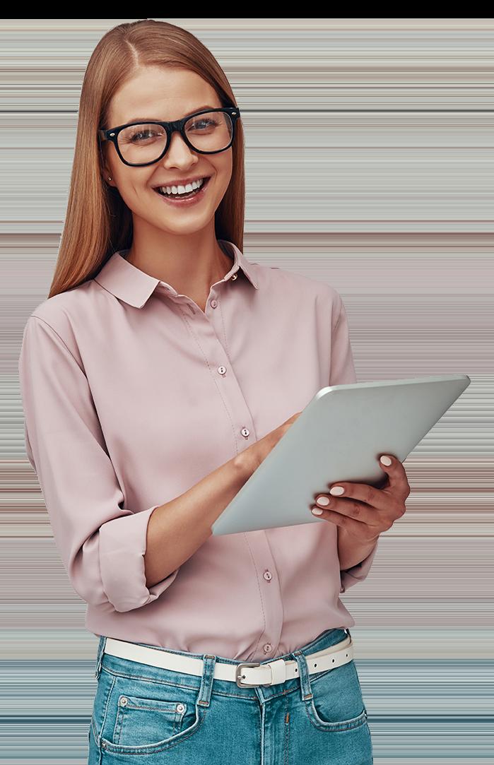 Femme a lunettes souriante orthographiq