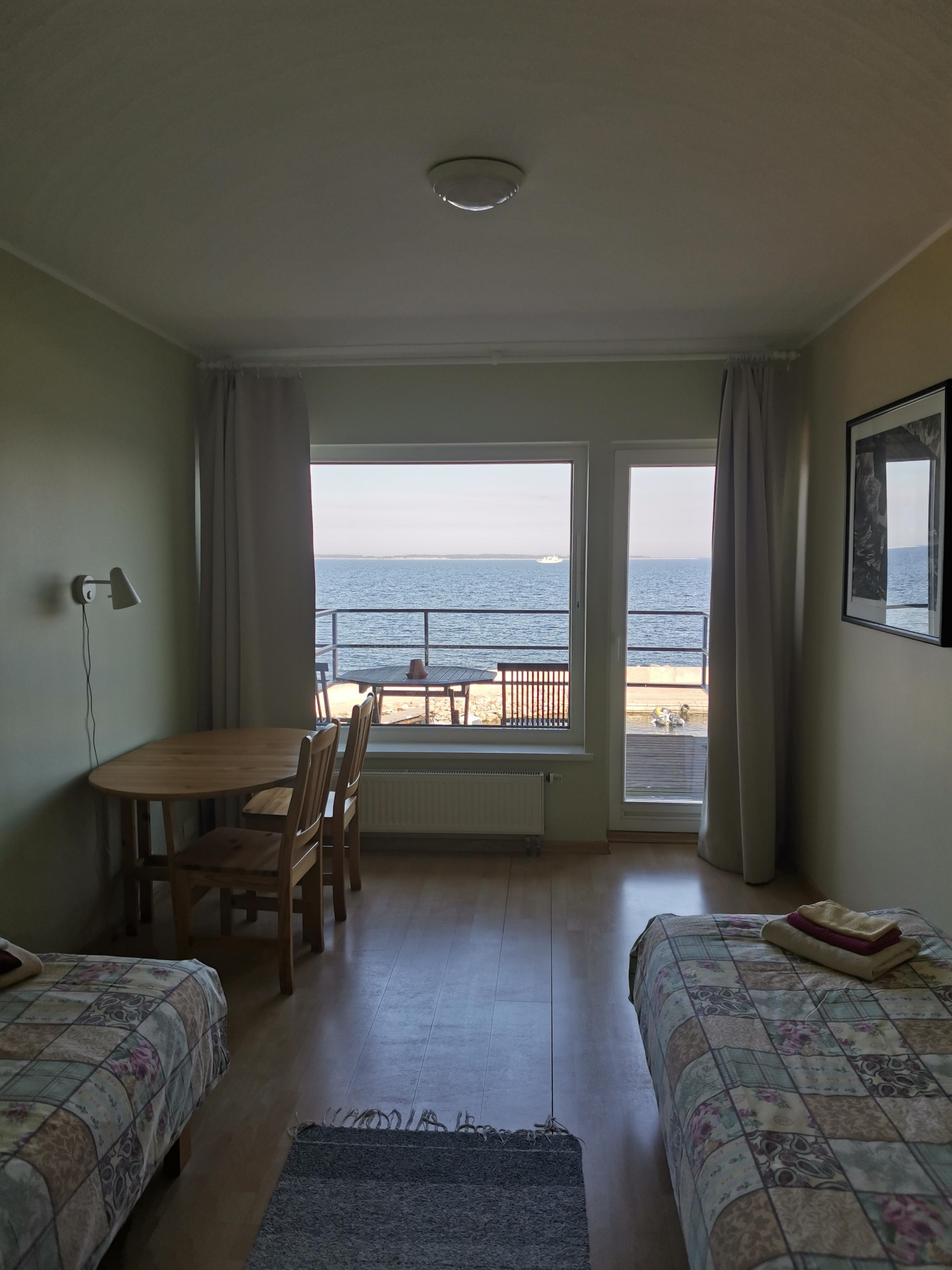 Kaheinimese tuba merevaate ja rõduga
