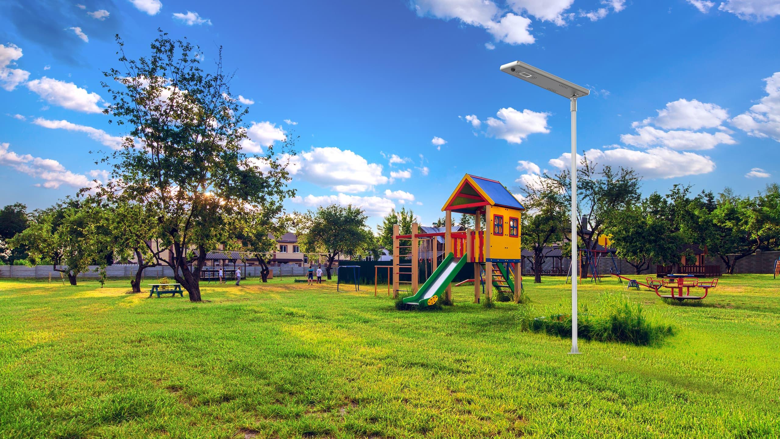 lightgogo-4-all-in-one-solar-street-light-installation-in-the park