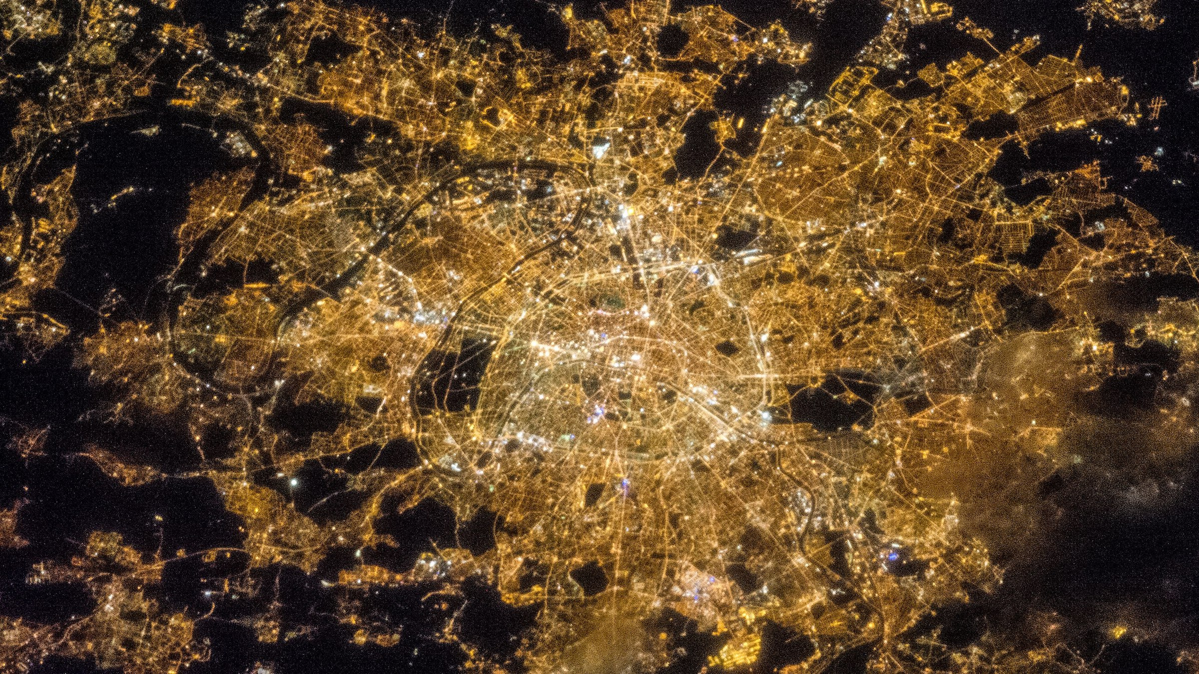 Light pollution is a new source of environmental pollution after the pollution of exhaust gas, wastewater, waste residue and noise, mainly including white bright pollution, artificial daylight pollution and colored light pollution. Light pollution is threatening people's health.