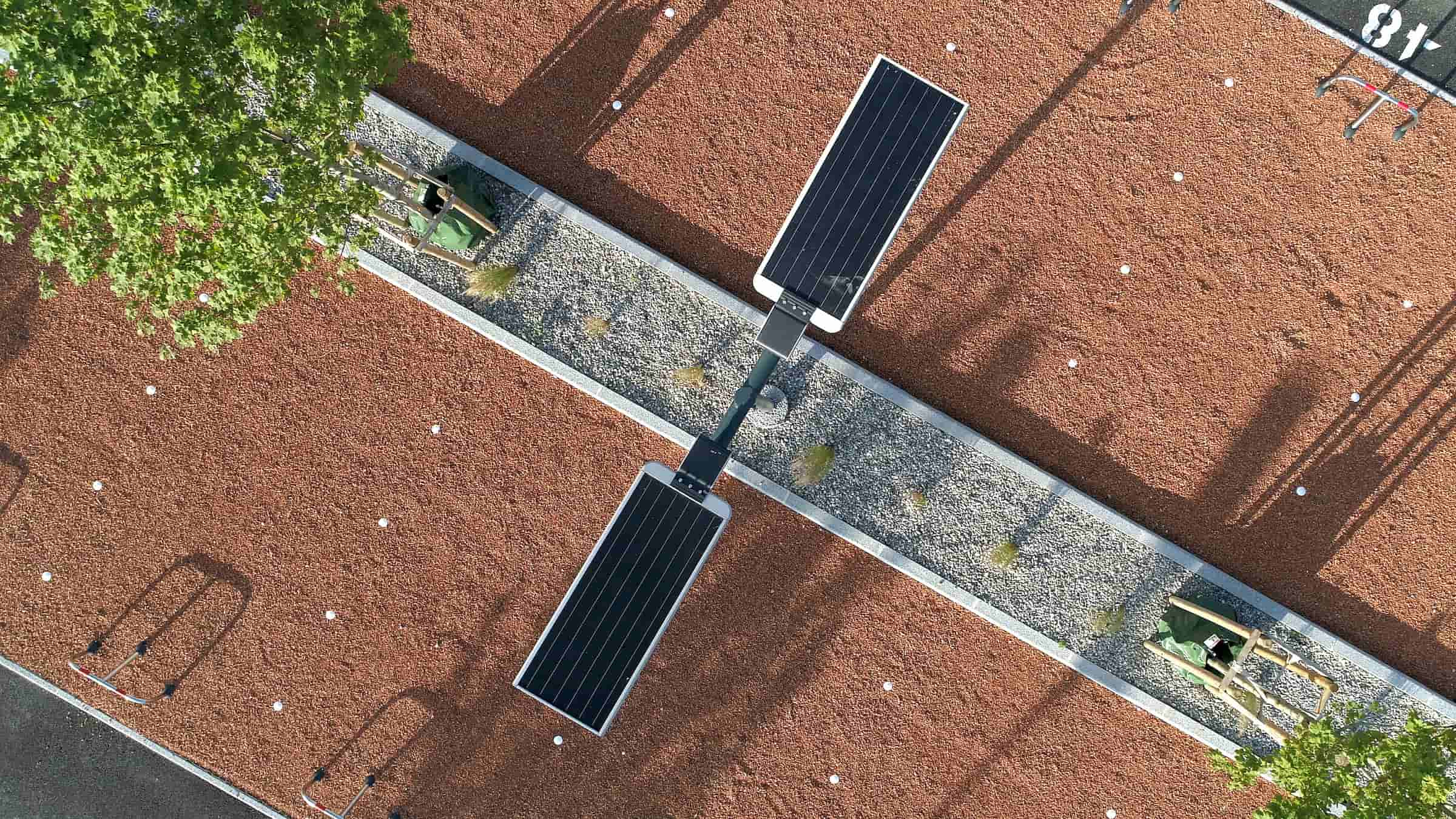 Solar panels integrated with solar street lights are photosensitive electronic components, its charging voltage determines the solar street light's switching on and off operation.