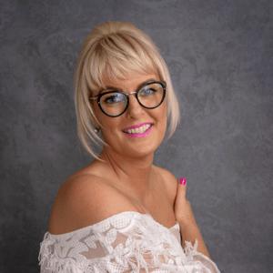 Master Stylist Vicki V for for Hair