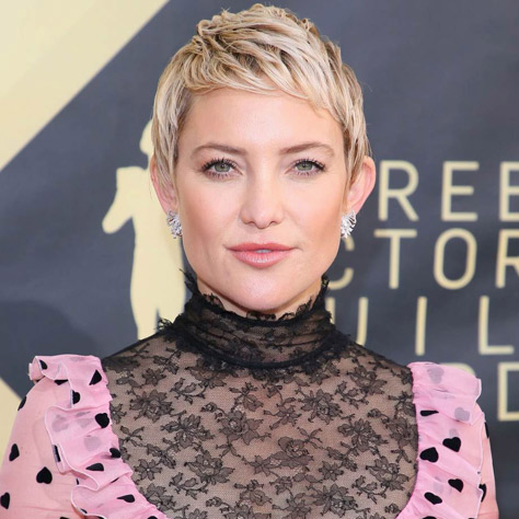 Kate Hudson with her sexy blonde bang's hair style