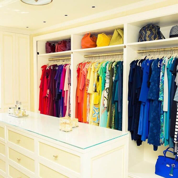 Wearing your colour palette, Organized wardrobe
