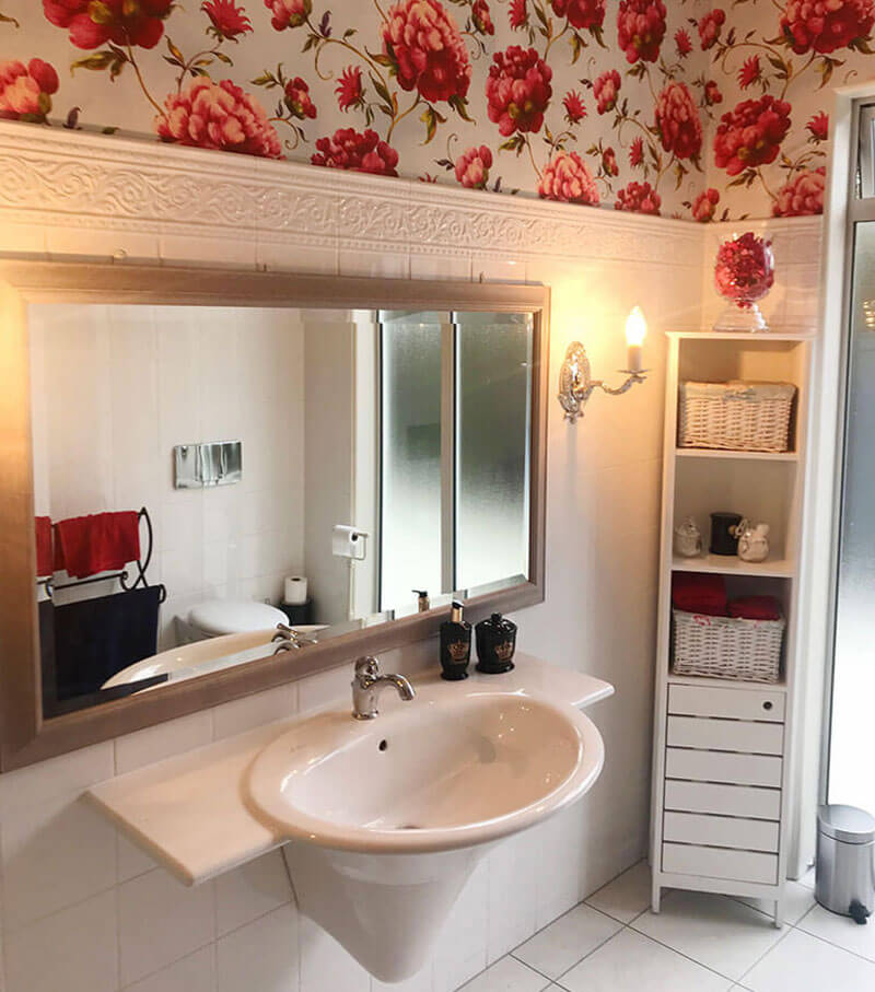 Vicki's Guest Bathroom – wallpaper added feature