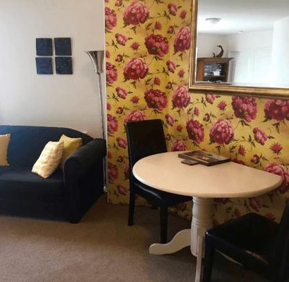 Vicki floral wallpaper