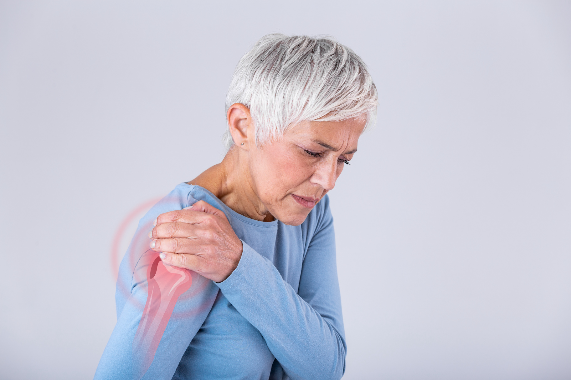 Picture of women with shoulder pain.