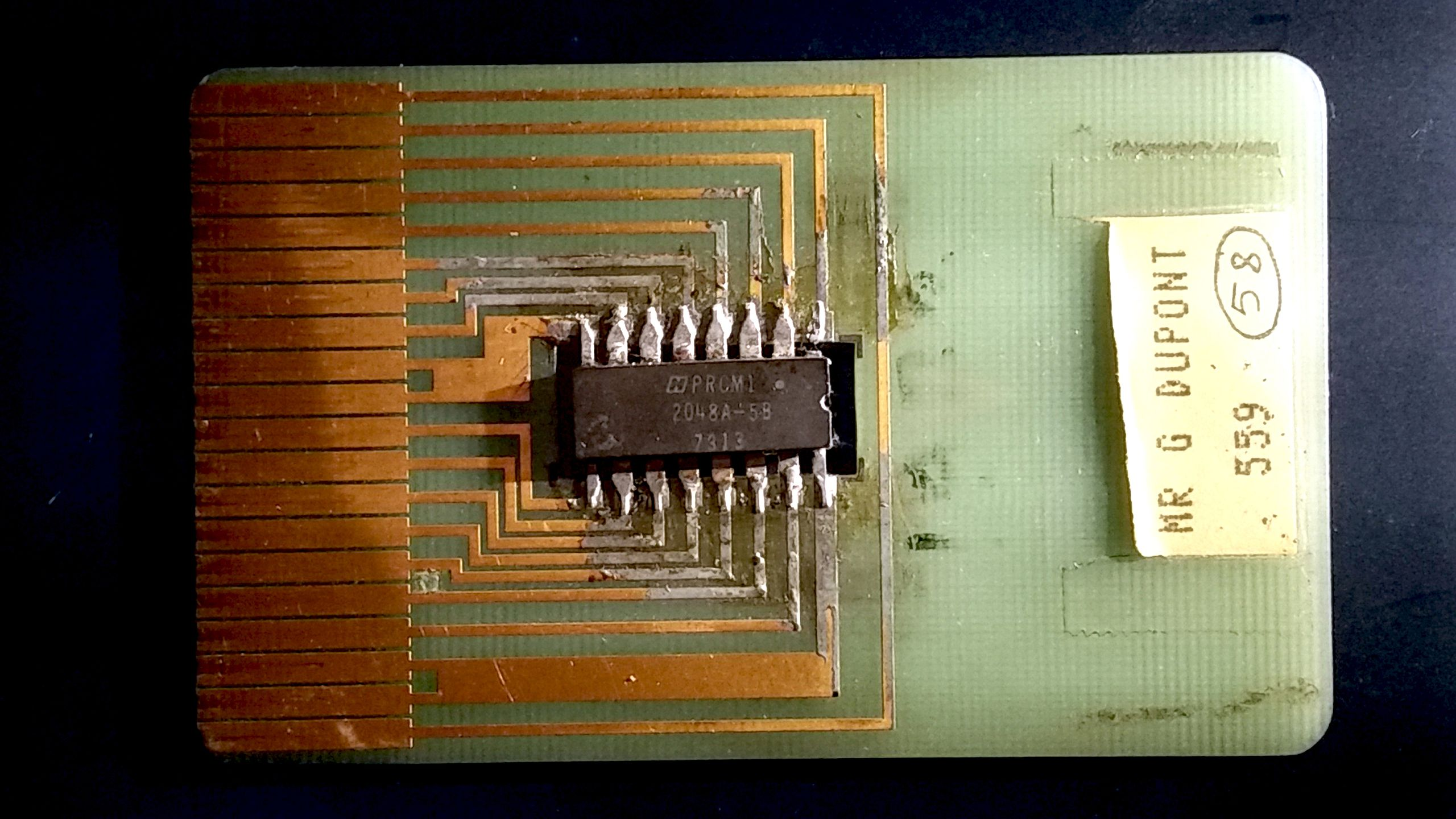 Card Payment Microchip with Integrated Circuit