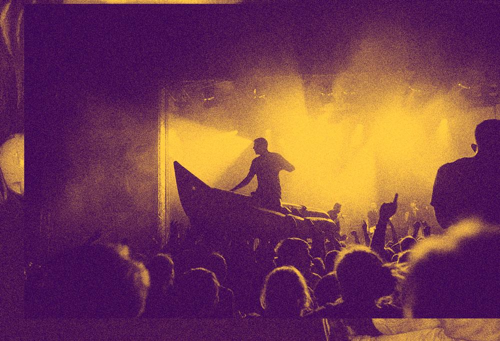 Festivalfan Stagediving