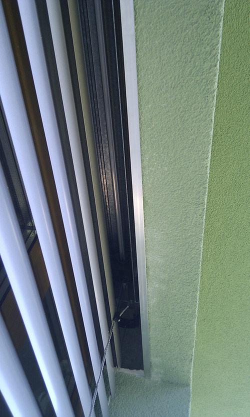 Dodatečná montáž žaluzie do zateplení fasády