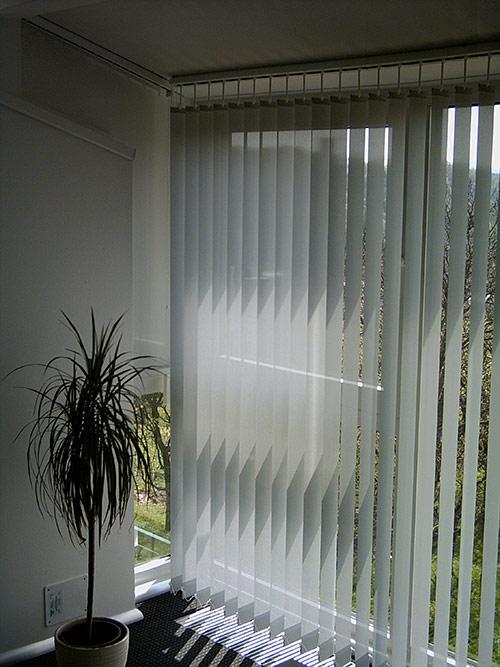 Průsvitné vertikální textilie