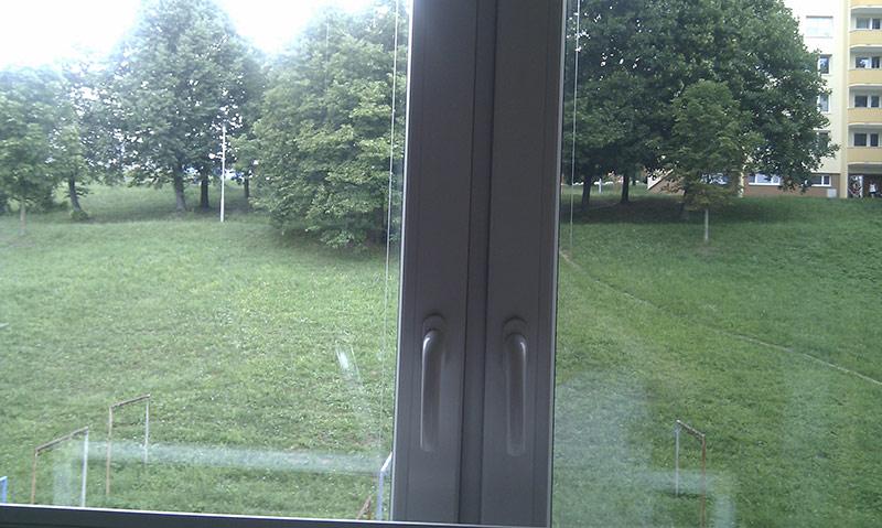 Vlevo okno bez fólie - vpravo okno s NC35XT