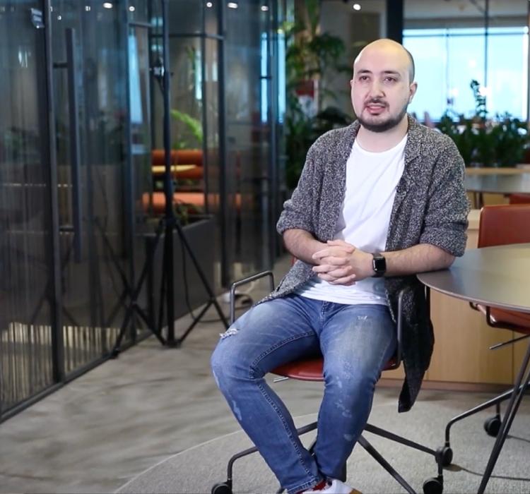 boyner employee in interview