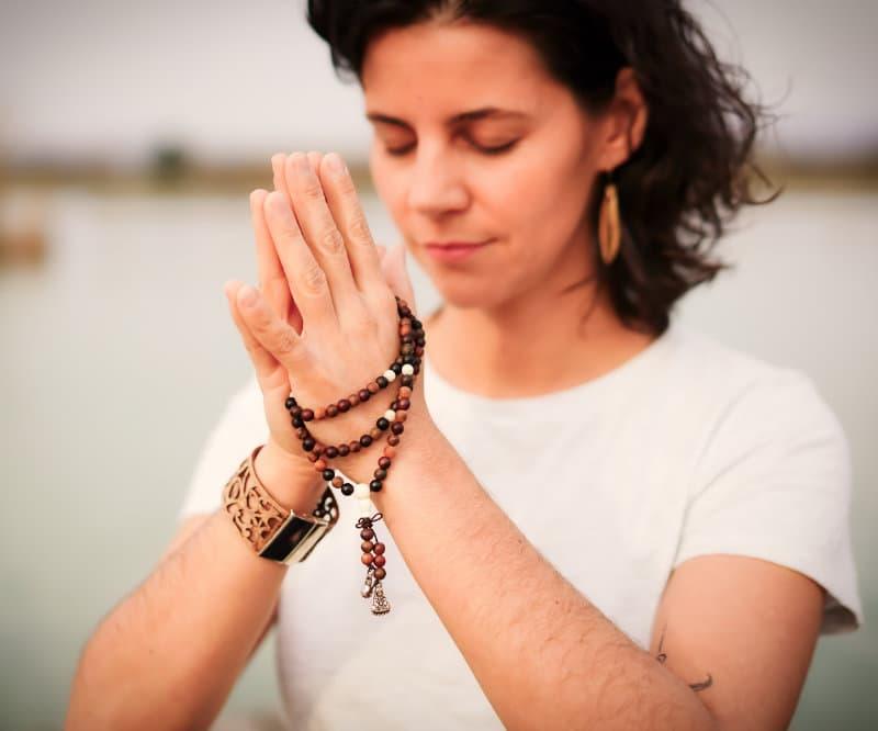 Christina am meditieren