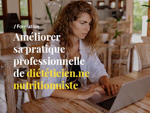 Photo femme devant un ordinateur
