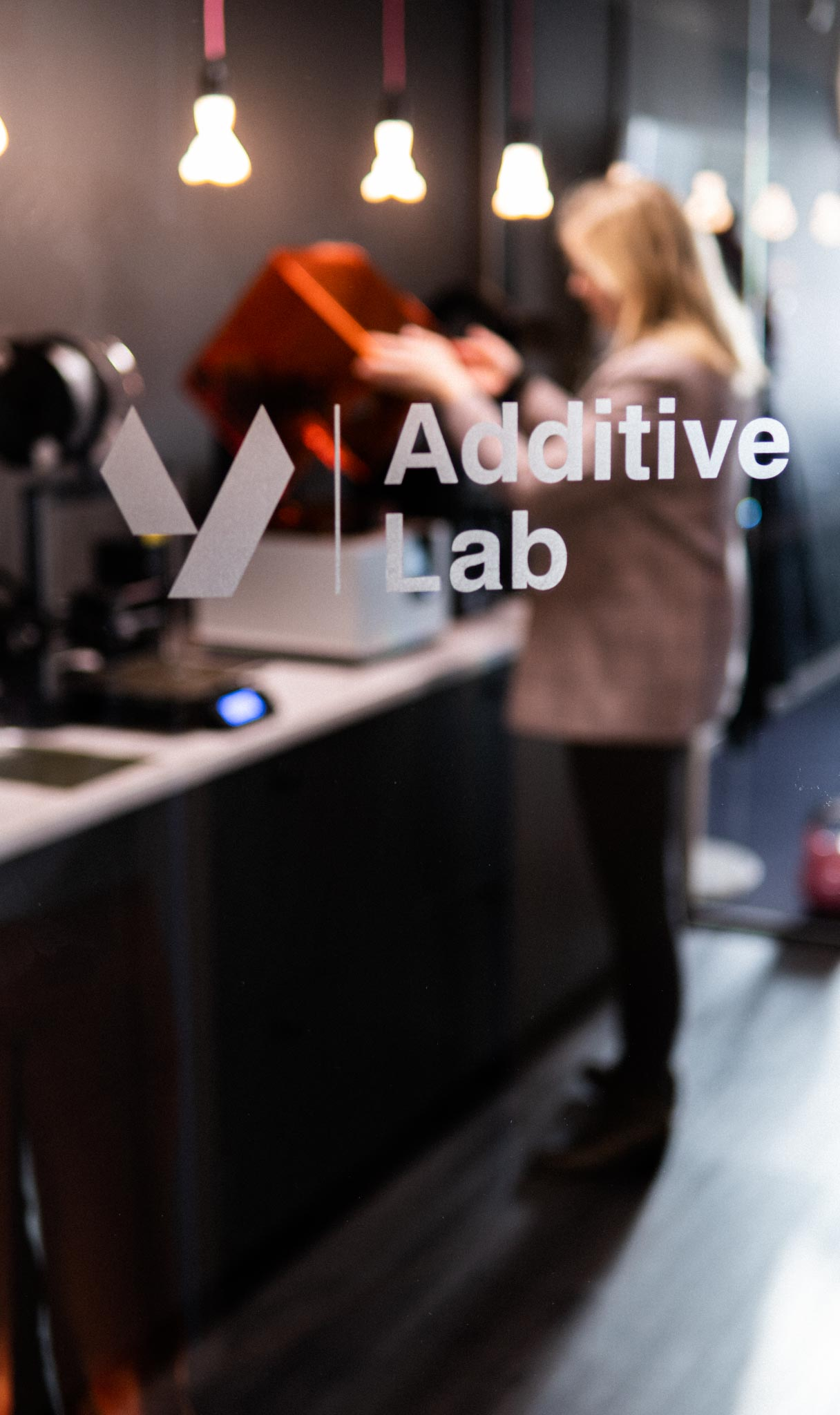 Product Developer in Yovinn Additive Lab opening Formlabs 3D-printer to see prototype