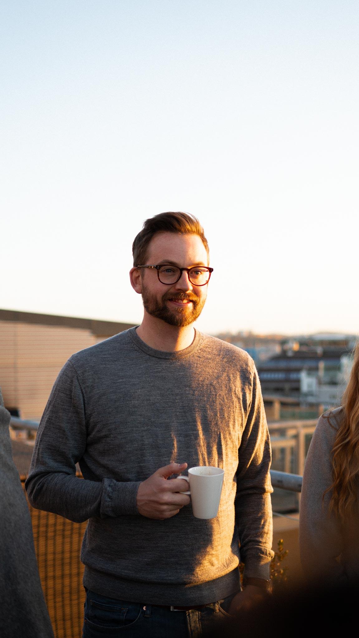 par wikberg drinking coffe on vinngroup rooftop