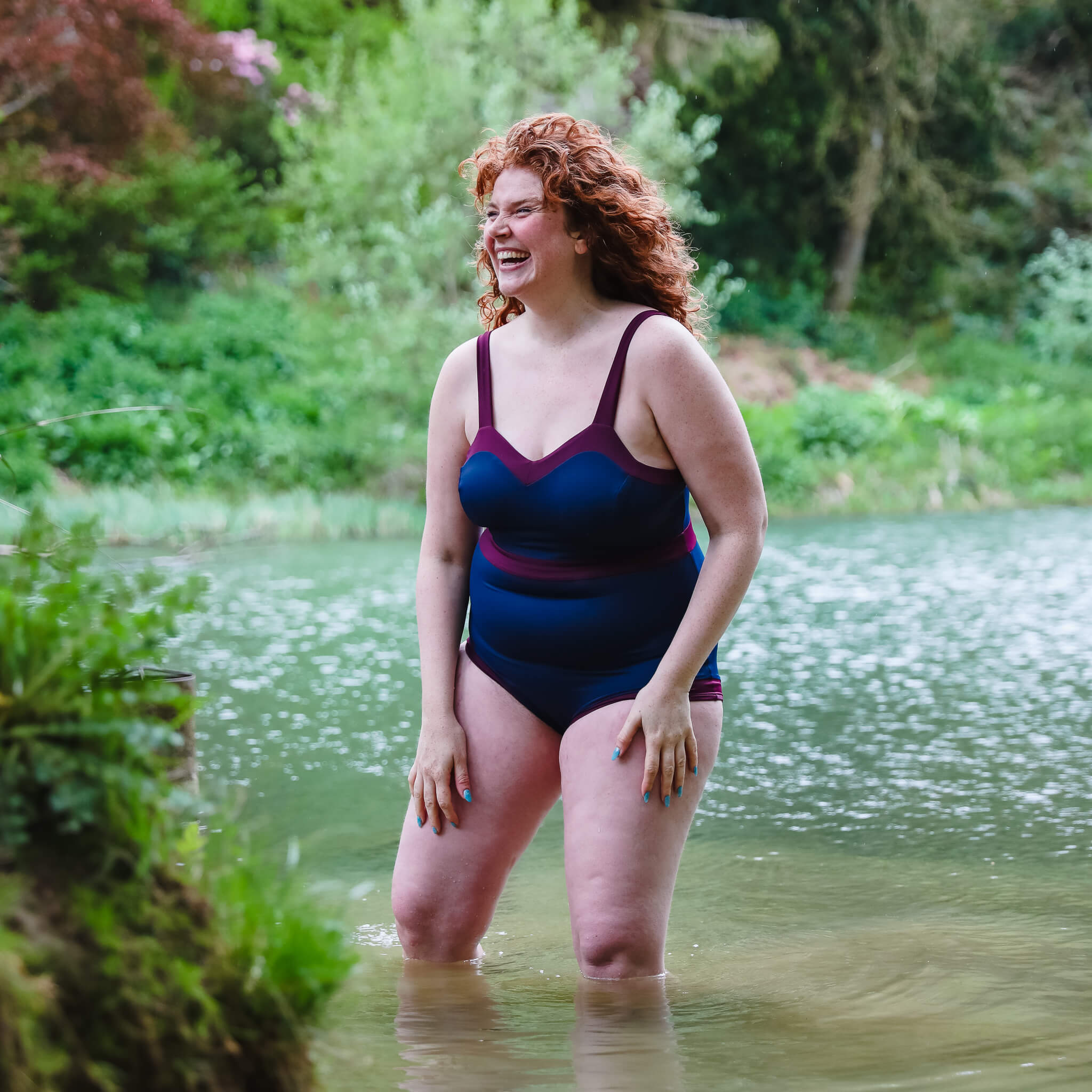 woman_swimming_red_hair