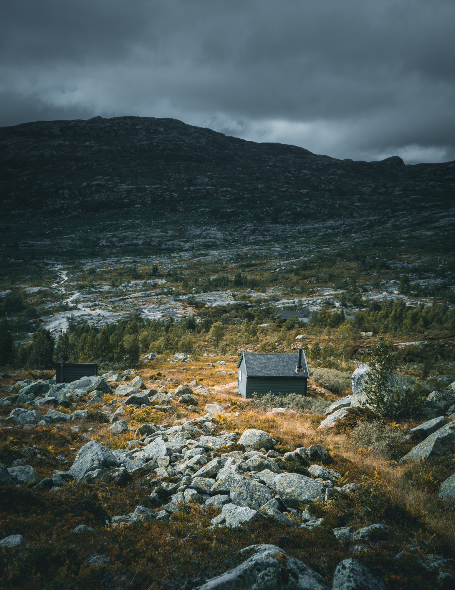 Hütte in Bergpanorama in Norwegen