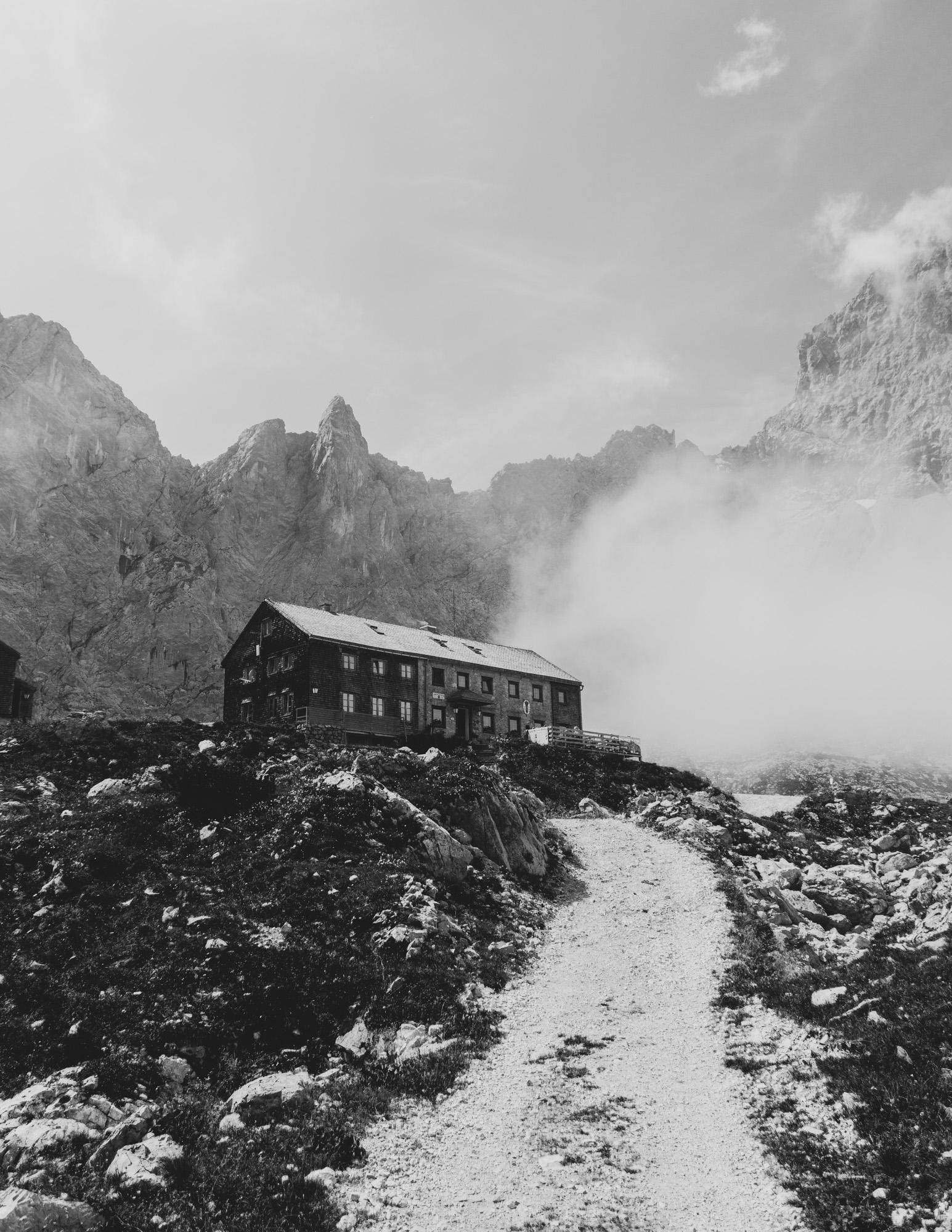 Lamsenjochhütte im Karwendelgebirge
