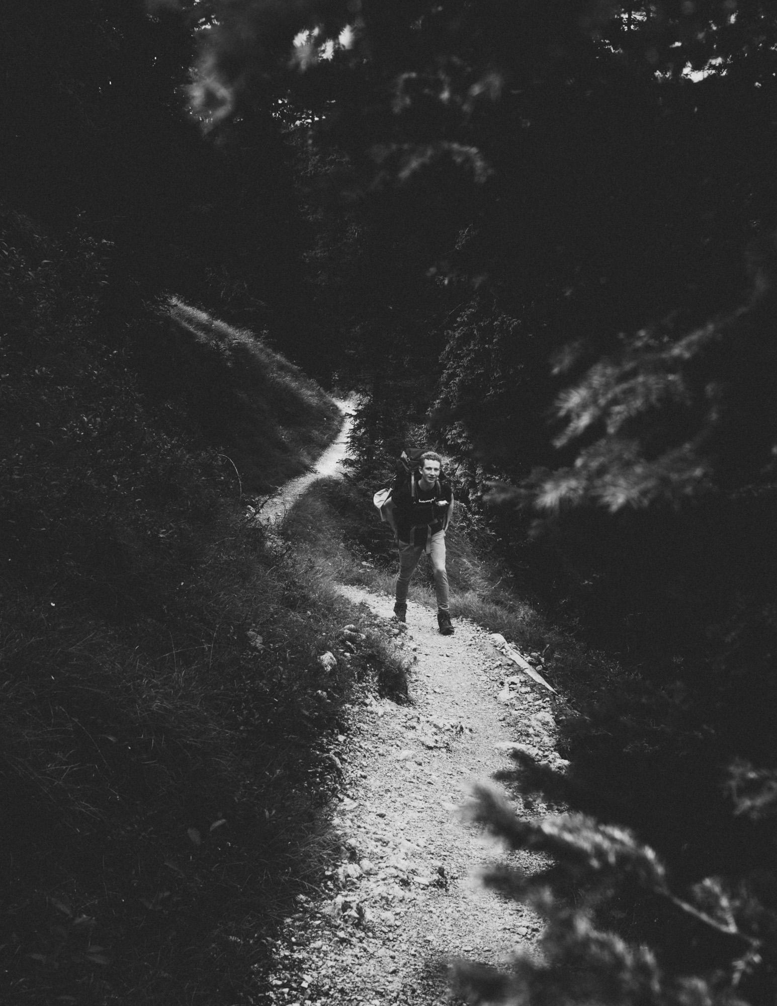 Wanderer im Karwendelgebirge S&W