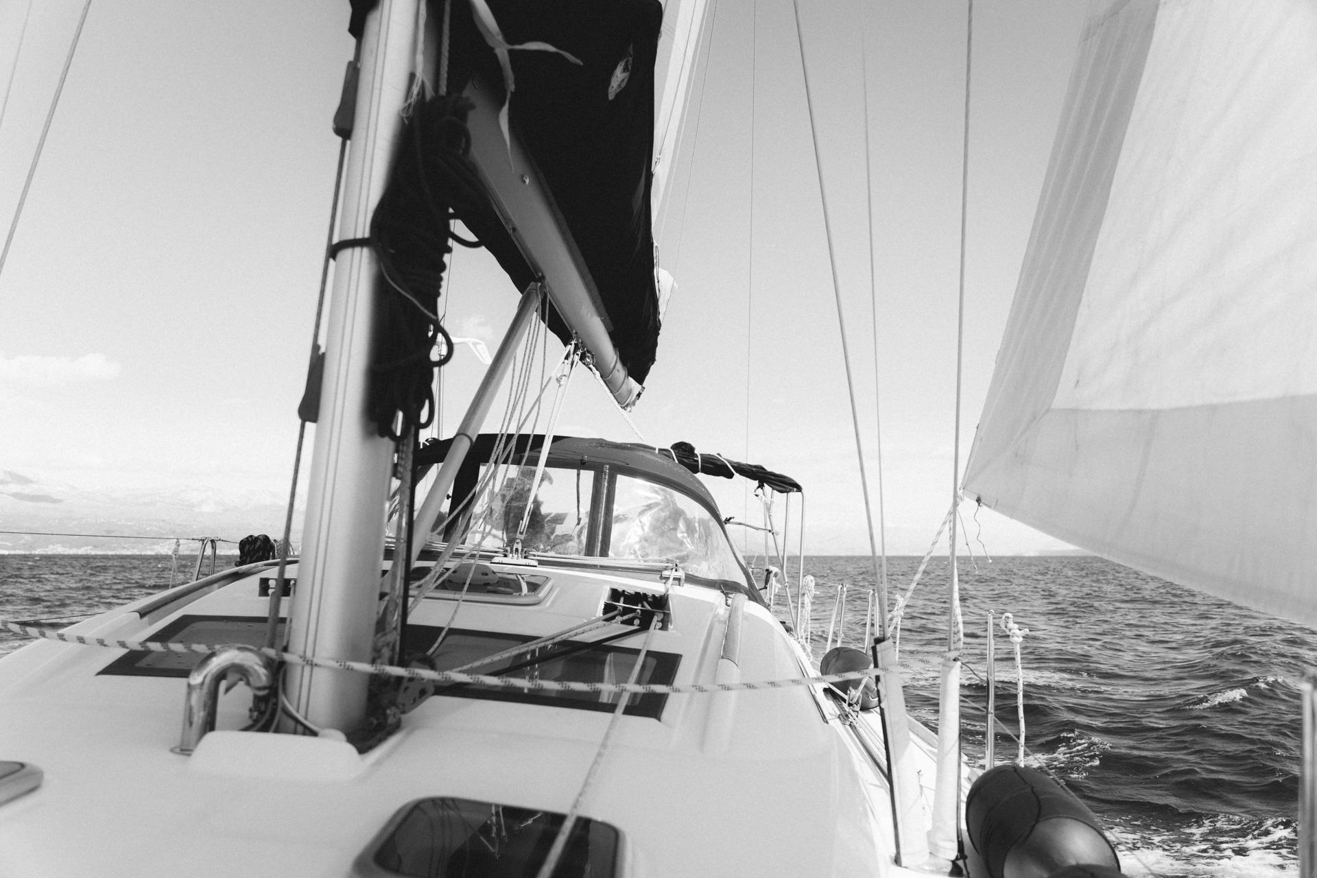 Frontansicht Segelboot