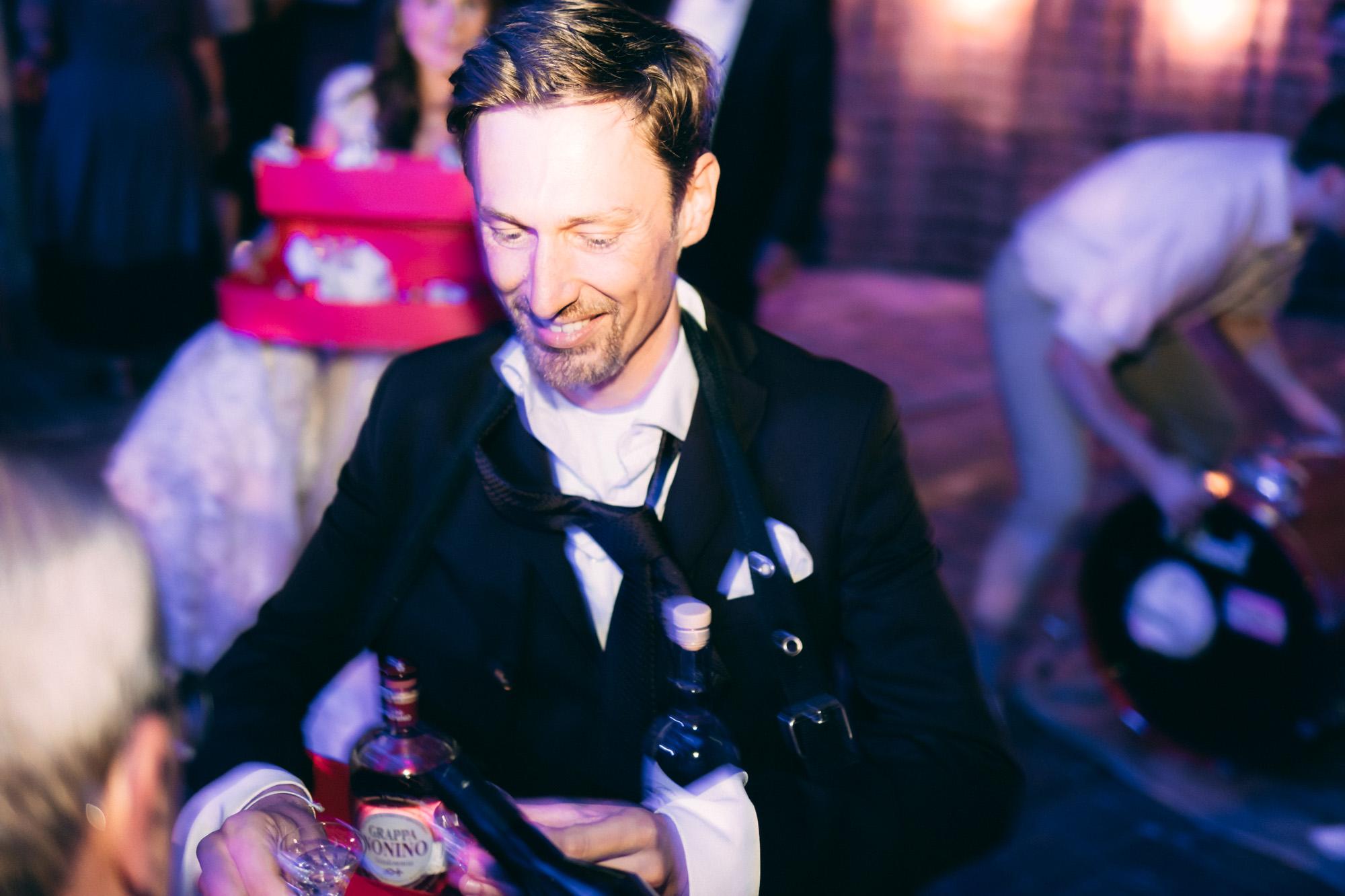 Bräutigam schenkt nach