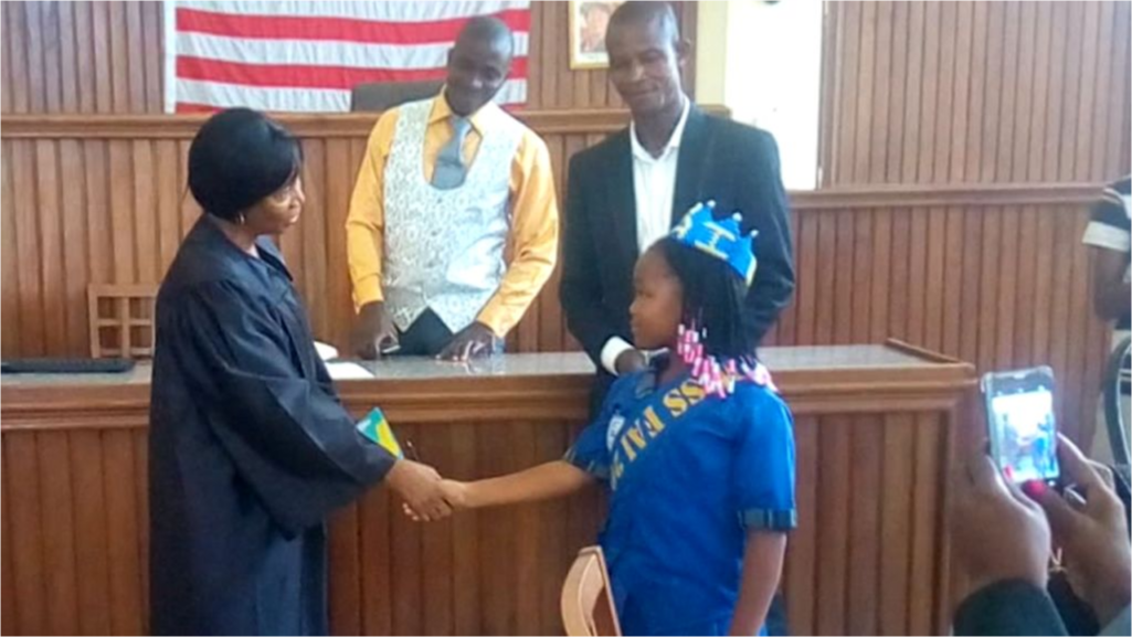 A child shakes hands with a judge in a courtroom
