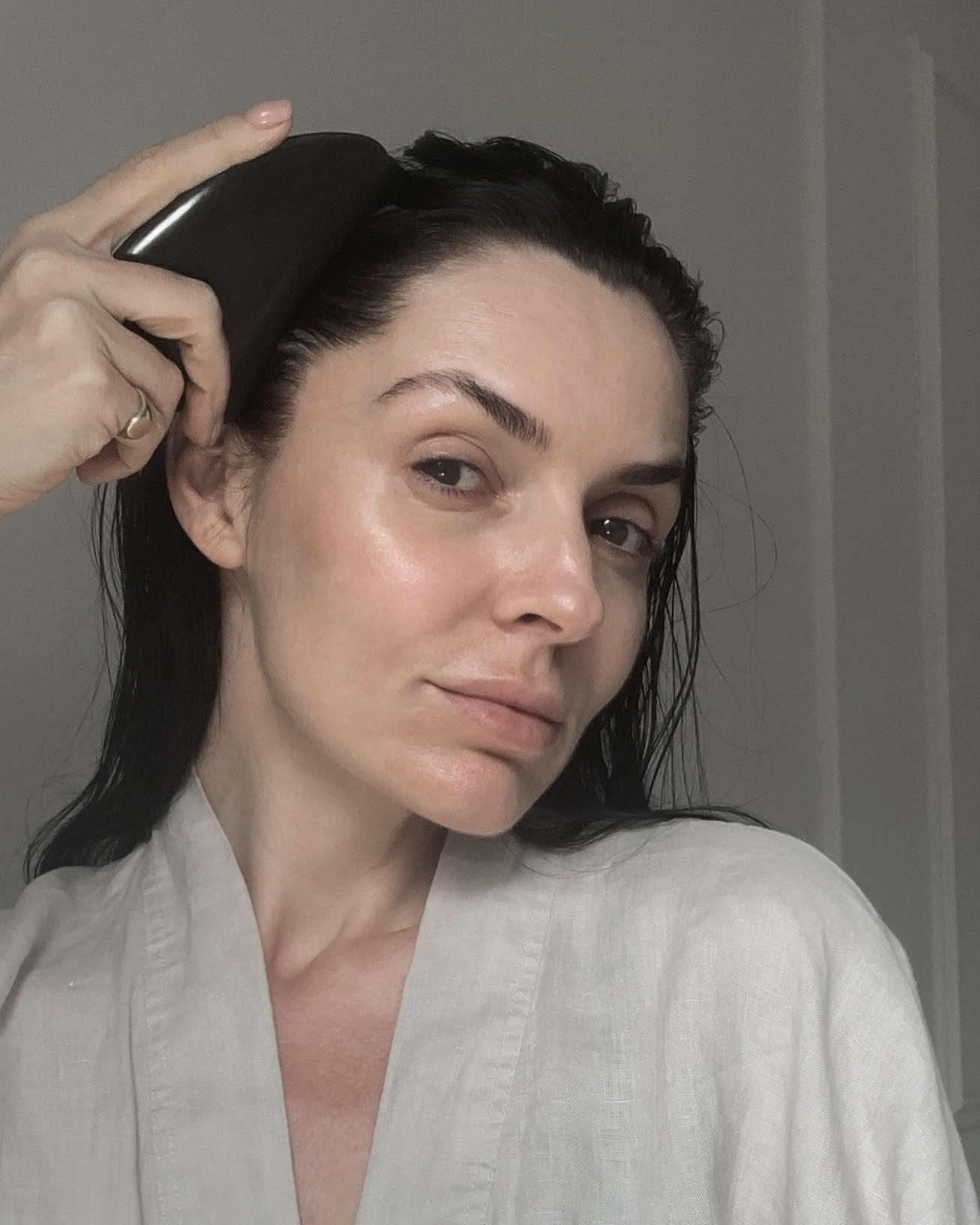 how to use a gua sha tool for stress relief, lympahtic drainage & sculpting the face with ada ooi