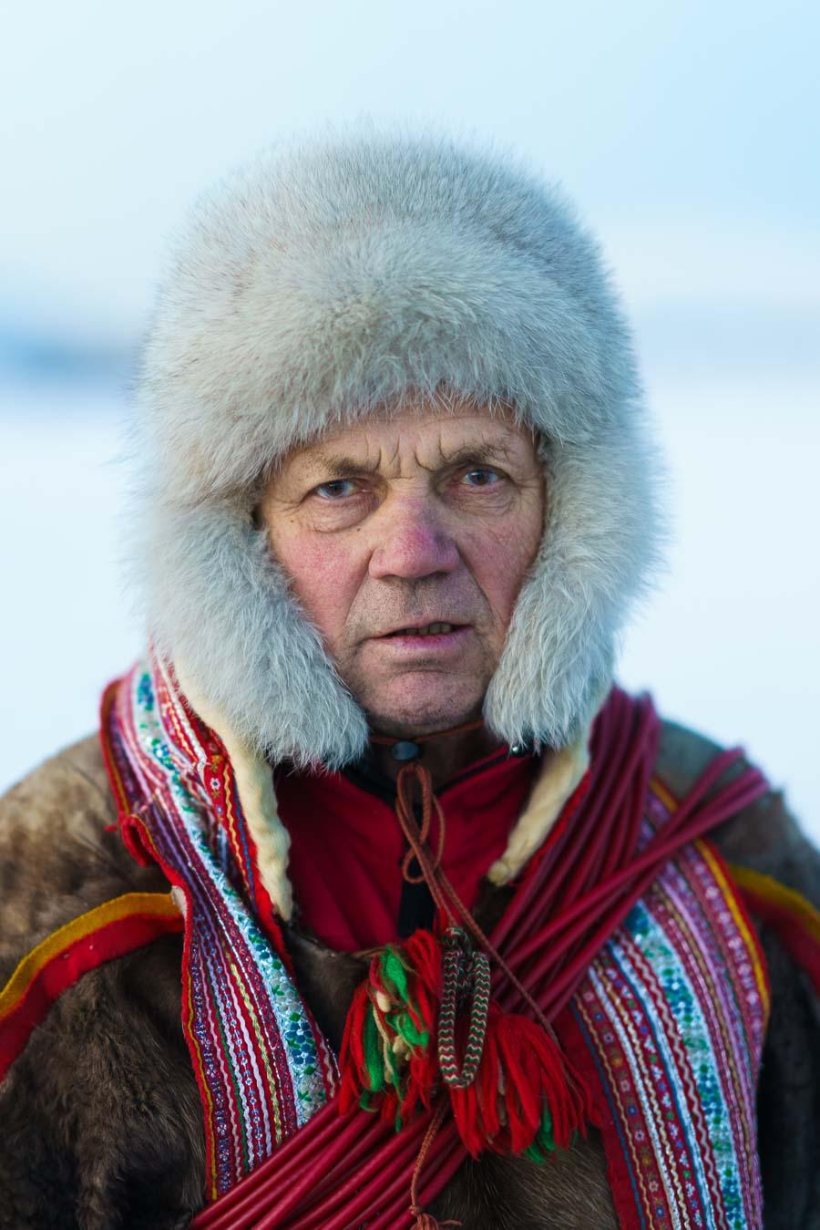 Samisk mann med skinnklær