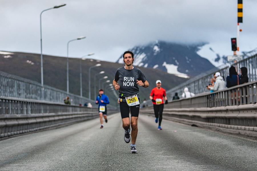 Mann løper marathon