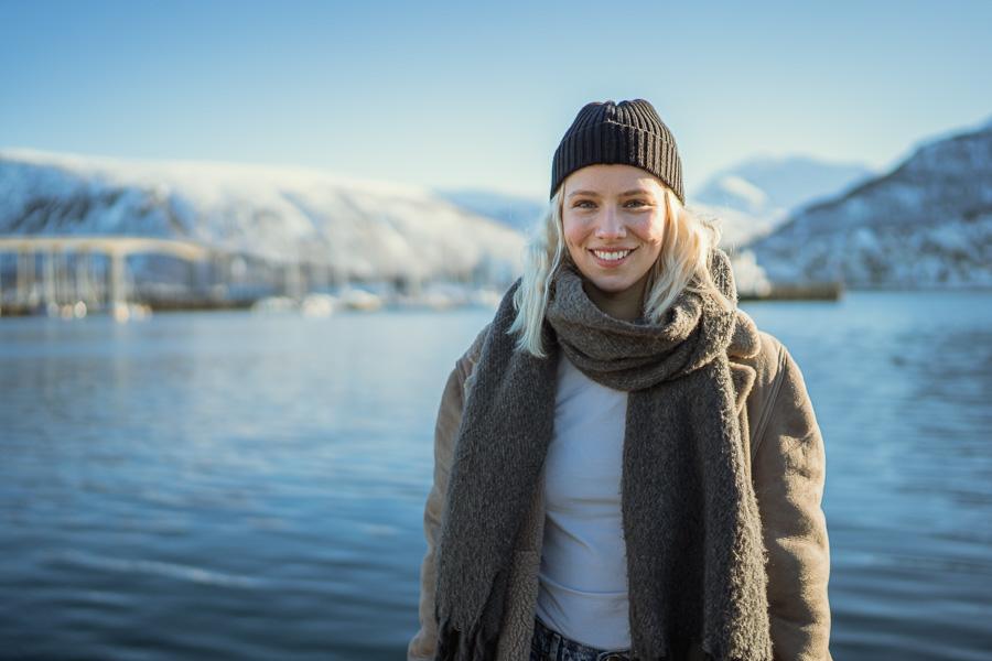 Artisten Dagny med Tromsø i bakgrunn