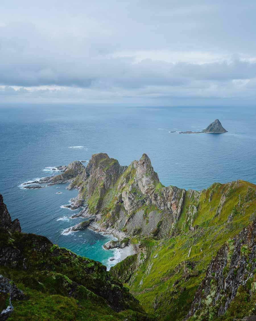 Nydelig landskap fra toppen av et fjell på Andøya