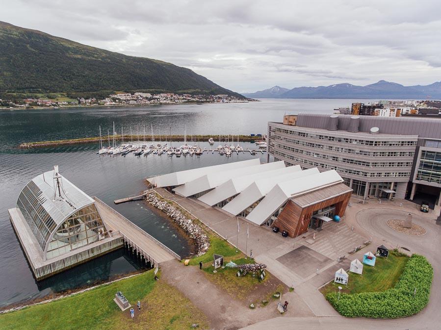 Dronebilde av Polaria i Tromsø.