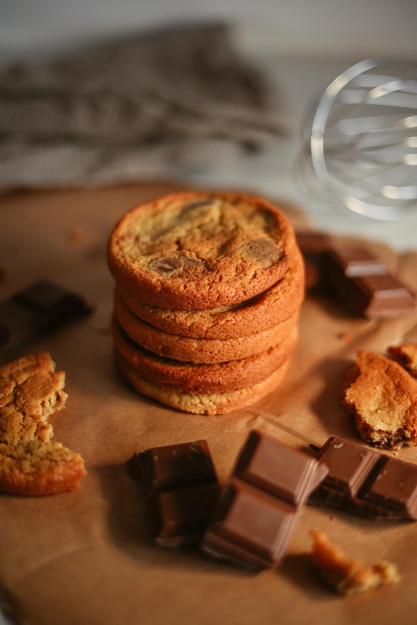Stack of milk chocolate cookies