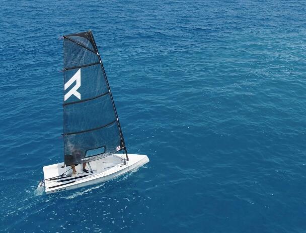 small sailboat Reverso Air single handed