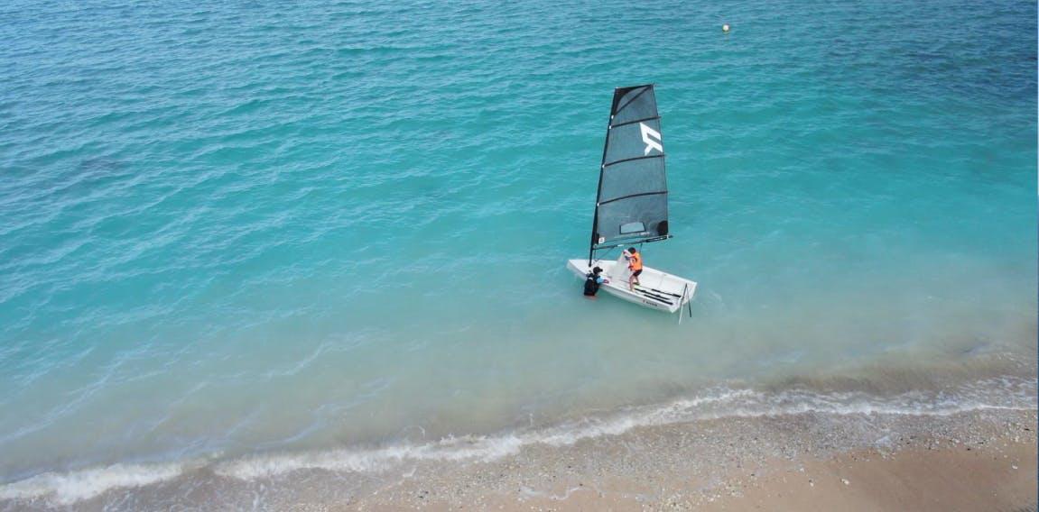 Départ de plage avec un dériveur Reverso