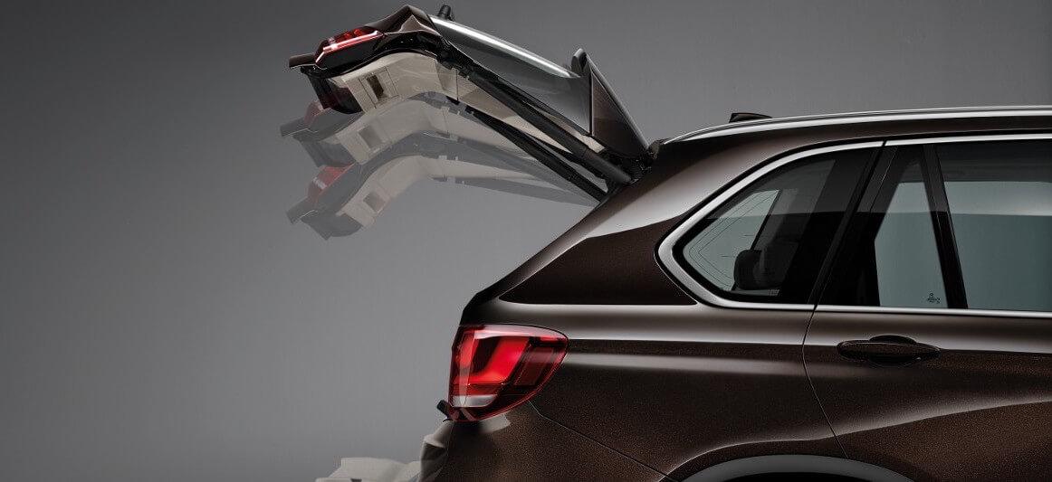 Chargement du dériveur Reverso dans le coffre d'un SUV