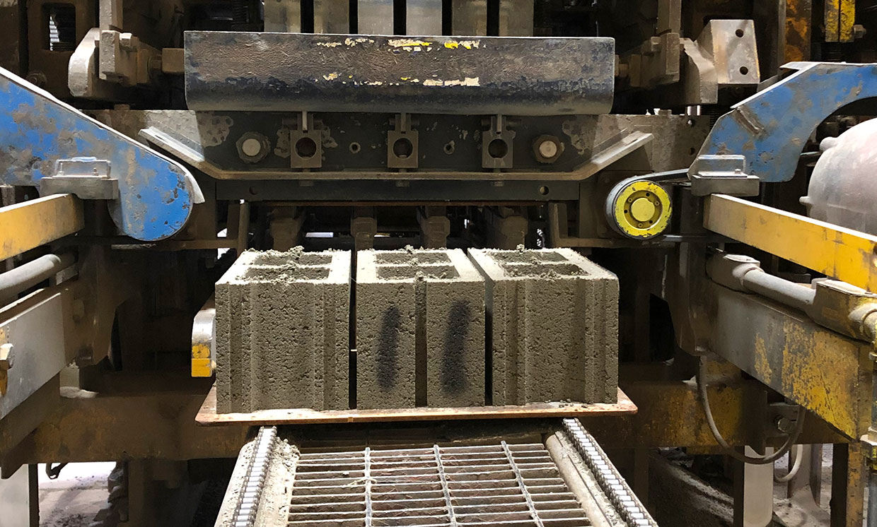 These Companies are Turning CO2 into Concrete.. Could it be the Solution to Construction's Emissions Problem?